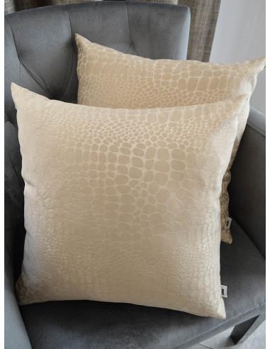 Декоративни възглавници в бежова гама с шарка-1