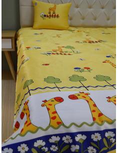 Детско шалте в жълт цвят на жирафи с възглавница-1
