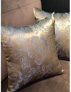 Декоративни възглавници в златист нюанс и лилави цветя-1