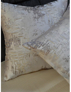 Декоративни възглавници в сив цвят и релефна материя-1