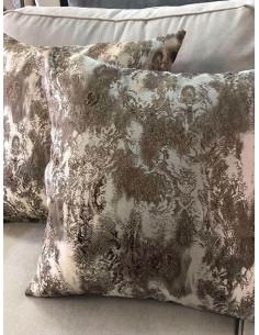 Декоративни възглавници в преливащи кафяви и бежови шарки-1