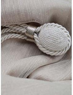 Магнит за перде със сребрист детайл в цвят слонова кост-1