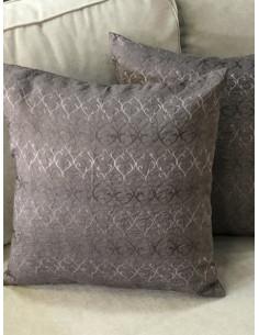 Декоративни възглавнички в кафяв нюанс с шарки-1