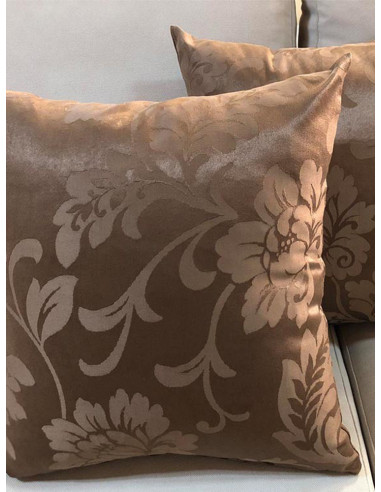 Кафяви декоративни възглавници с десен на по-светли цветя-1