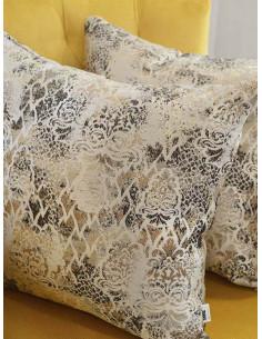 Декоративни възглавници с шарки в кремав цвят-1