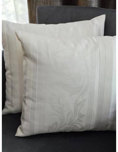 Декоративни възглавници в слонова кост с райе и листенца-1