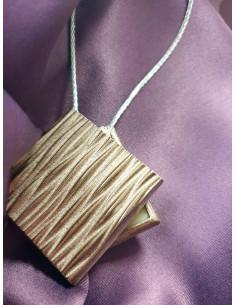 Магнит за перде с квадратна форма и лек релеф-1