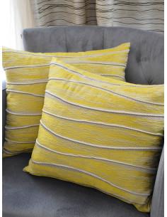 Декоративни възглавници в цвят горчица със сребристи детайли-1