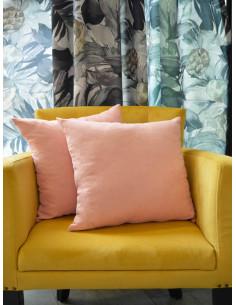 Изчистени декоративни възглавници в розов нюанс-1
