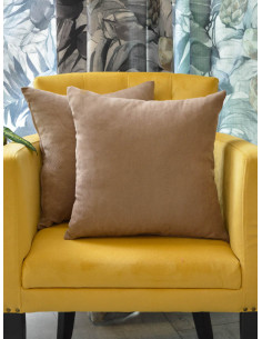 Декоративни възглавници в изчистен светло кафяв нюанс-1
