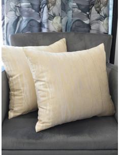 Декоративни възглавници в бежов нюанс с интересна шарка-1